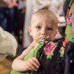 мальчик в церкви на крещении