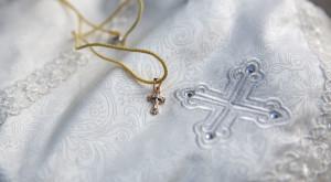 крест, крещение, крестик, кретсильная рубашечка, крещение детей, фотограф на крестины, фотограф москва