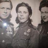 «Боевые подруги» 1945 — 1982 — 2001 года.  Не просто снимок.